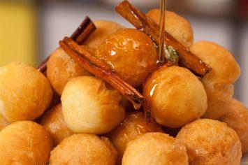 סופגניות דבש יווניות בסירופ מתוק