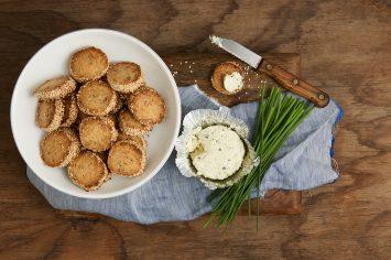 עוגיות גבינה מלוחות שאי אפשר להפסיק לאכול