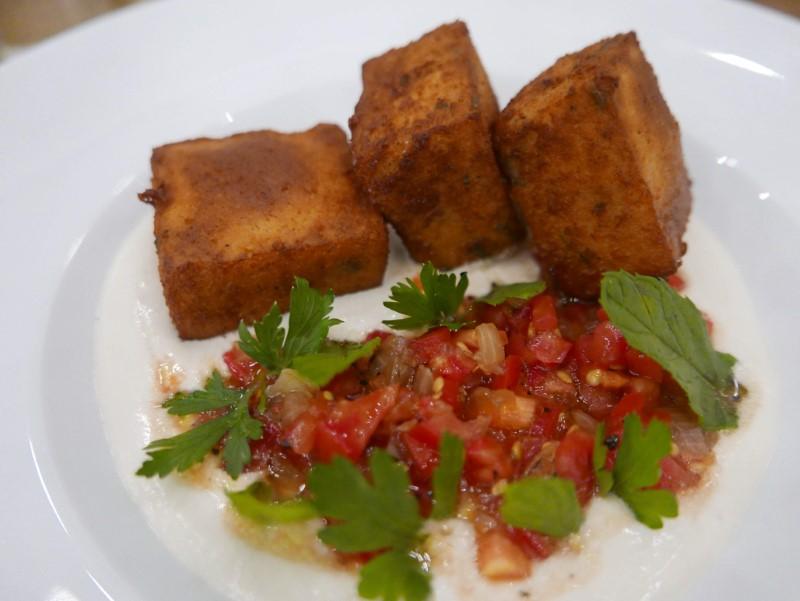 פניס, עוגת חומוס מטוגנת, איגרא רמה. צילום: גיל גוטקין