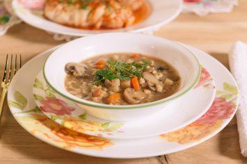 מרק קרופניק עם גריסים ופטריות