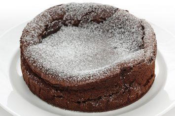 עוגת סופלה שוקולד ומוס חלבה ללא סוכר