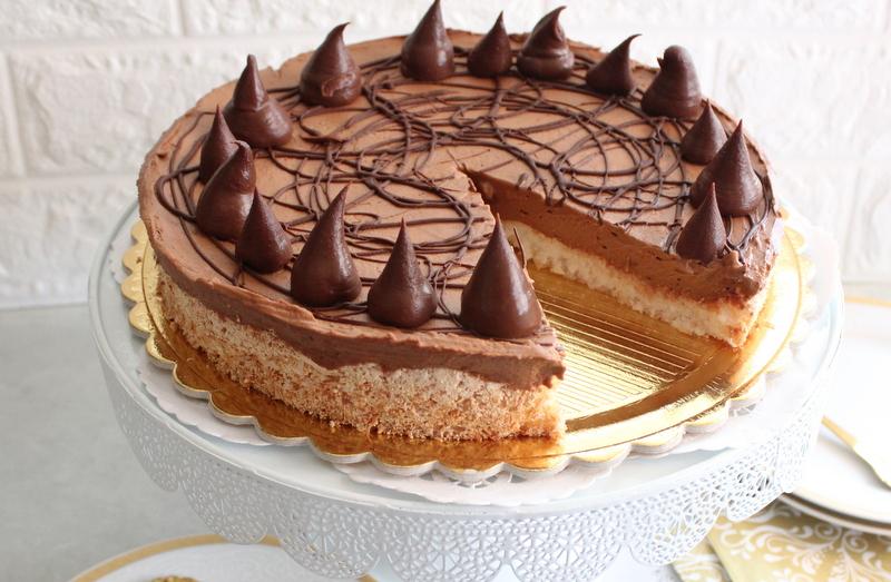 עוגת מוס שוקולד וקוקוס לפסח. צילום: יהודית מורחיים