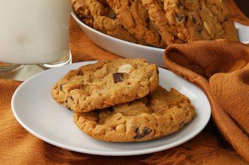 עוגיות שוקולד צ'יפס וחמאת בוטנים