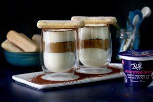 טירמיסו בכוסות אישיות עם קרם מסקרפונה וקפה