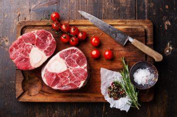 איך מפשירים מהר בשר או עוף – כל הטריקים והסודות נחשפים