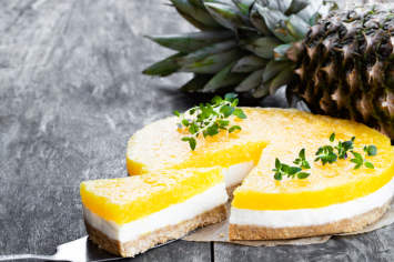 קרין מפתיעה - עוגת גבינה בציפוי ג'לי עם סוכריות ג'לי והפתעות