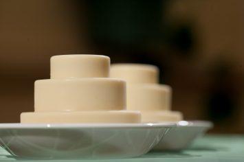 גלידה בטעם עוגת גבינה פירורים ושוקולד לבן