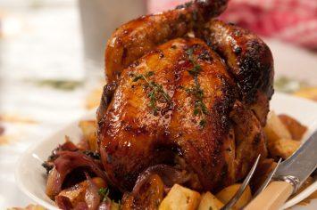 עוף שלם בתנור בזיגוג דבש
