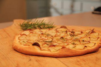 פיצה תפוחי אדמה ורוזמרין