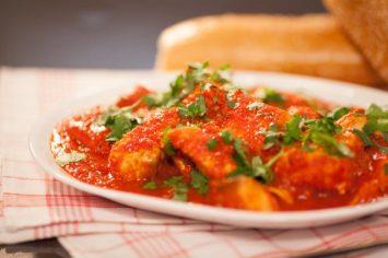 אהרוני ודג השבת - סלמון ברוטב עגבניות פיקנטי