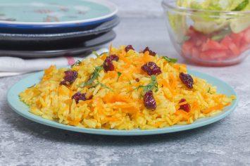 אורז צהוב עם גזר וחמוציות