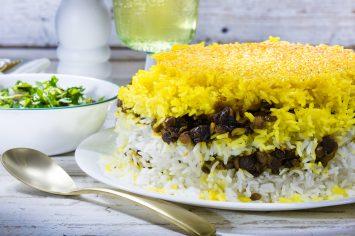 אורז פרסי בשכבות עם עדשים ותמרים
