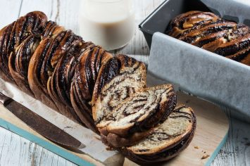 עוגת שמרים במילוי שוקולד של רות אופק