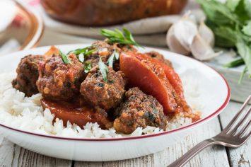 קציצות בשר ברוטב עגבניות צלויות