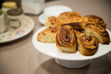 עוגה לשבת – עוגת שושנים במילוי ריקוטה וצימוקים