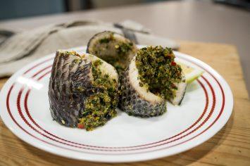 דג במילוי פסטו פטרוזיליה, צלפים, אנשובי וצ'ילי
