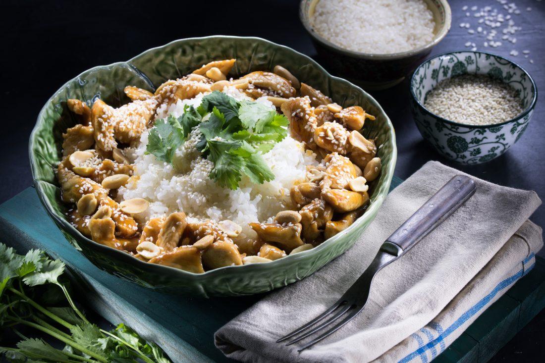 נתחי עוף בצ'ילי מתוק עם אורז