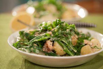 סלט תפוחי אדמה עם שעועית ירוקה וסלמון מעושן