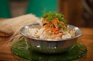 ארוחה מושלמת ב-5 דקות! איטריות אורז מטוגנות