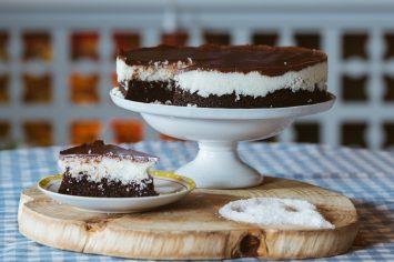 עוגת שוקולד קוקוס בשכבות