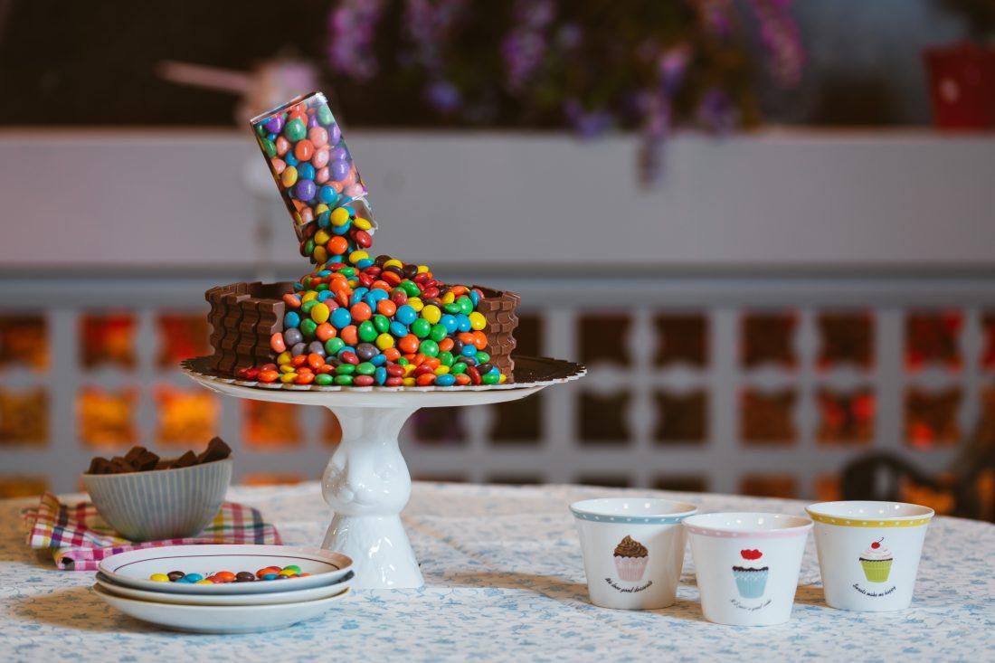 עוגת יומולדת נגד כוח המשיכה