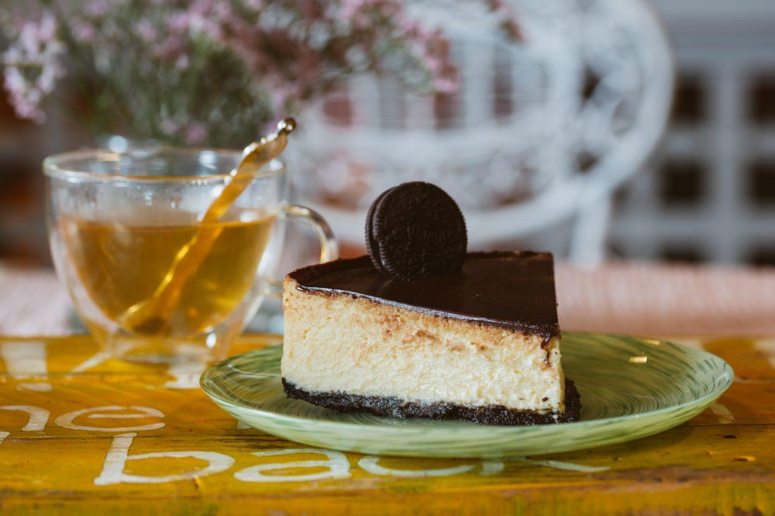 עוגת גבניאש (גבינה ושוקולד) בשני צבעים