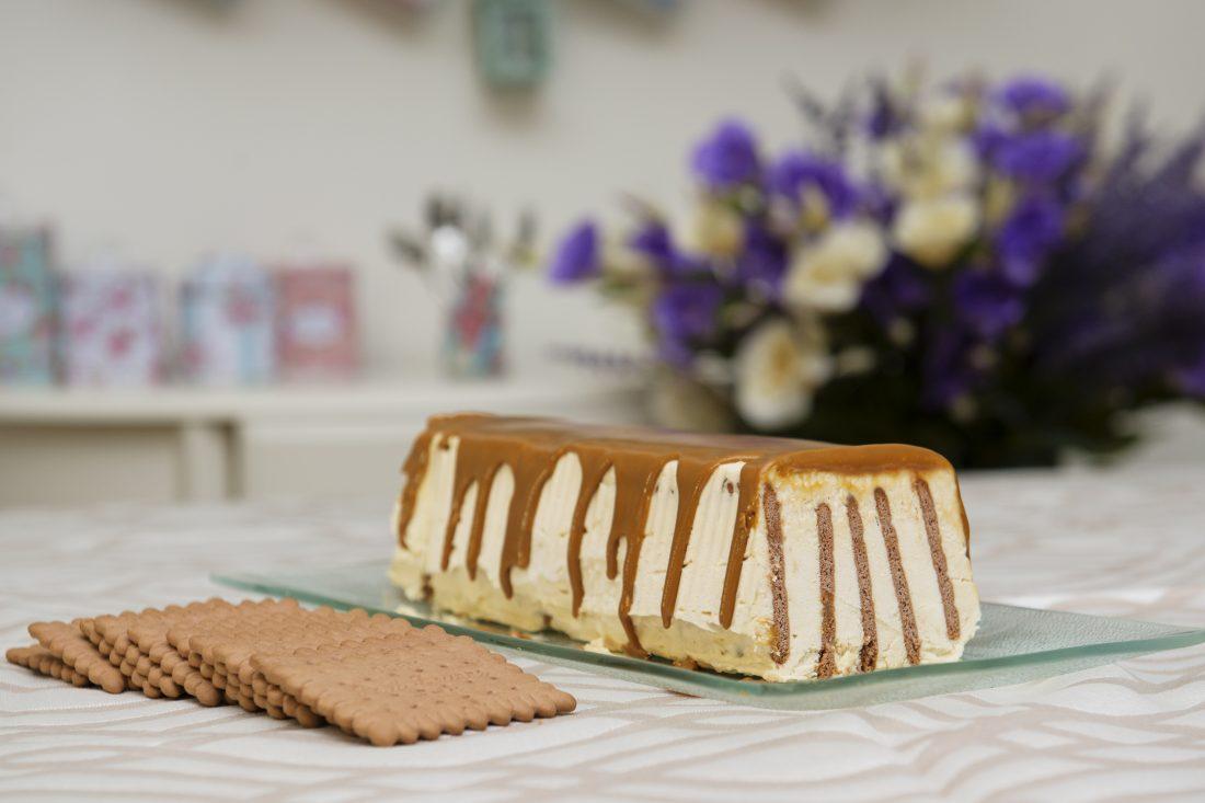 עוגת ביסקוויטים וקרמל. צילום: נועם פריסמן