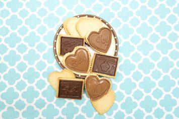 עוגיות חמאה ושוקולד עם הטבעה של תמונה