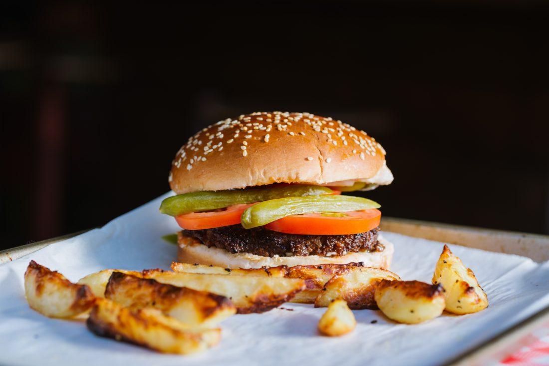המבורגר מהחיים וצ׳יפס