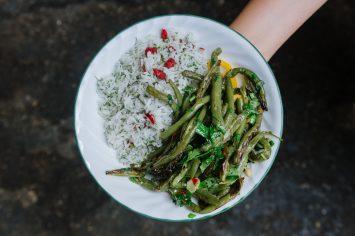 אורז עם חמוציות ושעועית ירוקה