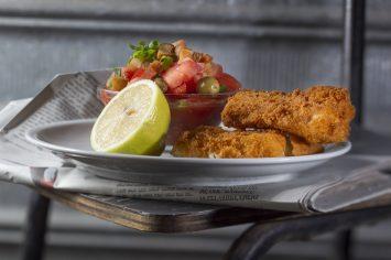שניצל דג פריך במיוחד עם סלט ירקות