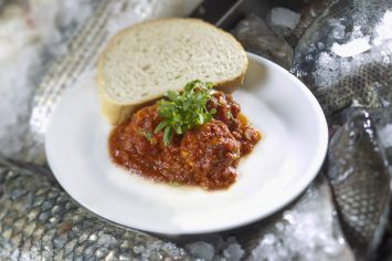 קציצות דגים ברוטב עגבניות לארוחת שישי