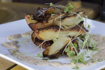 סלט תפוחי אדמה ובצל עם רוטב שום לימוני