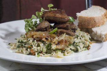 שגב מכין לכם ארוחת צהריים - כבדי עוף עם פתיתים ובצל מטוגן