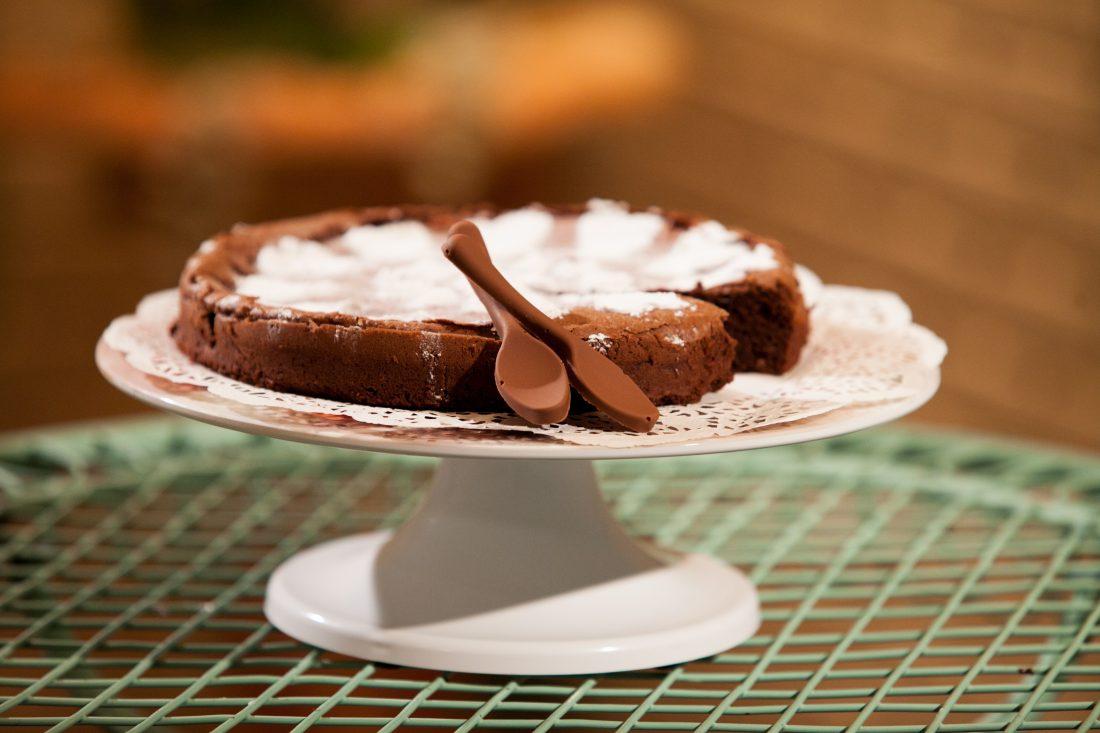 """עוגת שוקולד """"ישר לווריד"""" - עוגת שוקולד עשירה"""