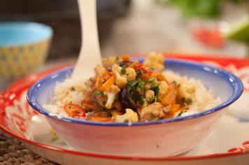תבשיל קארי ירוק עם עוף וירקות