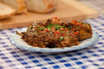 כרעי עוף צלויות בתערובת תבלינים ג'מייקנית