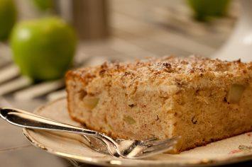 עוגת תפוחים זריזה עם פירורי קינמון