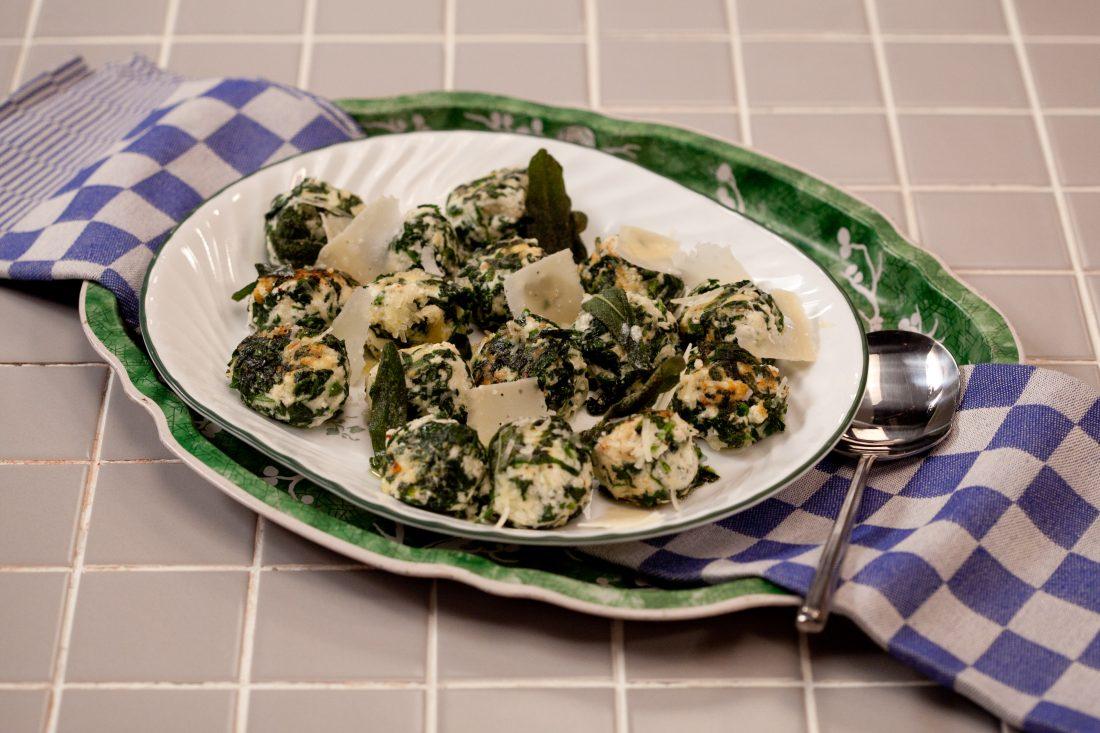 מלפטי – כופתאות גבינה ותרד איטלקיות ברוטב חמאה ומרווה