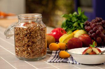 גרנולה ביתית עם אגוזים ופירות יבשים