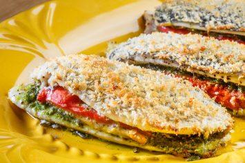 סנדוויץ' דג במילוי פלפלים ופסטו
