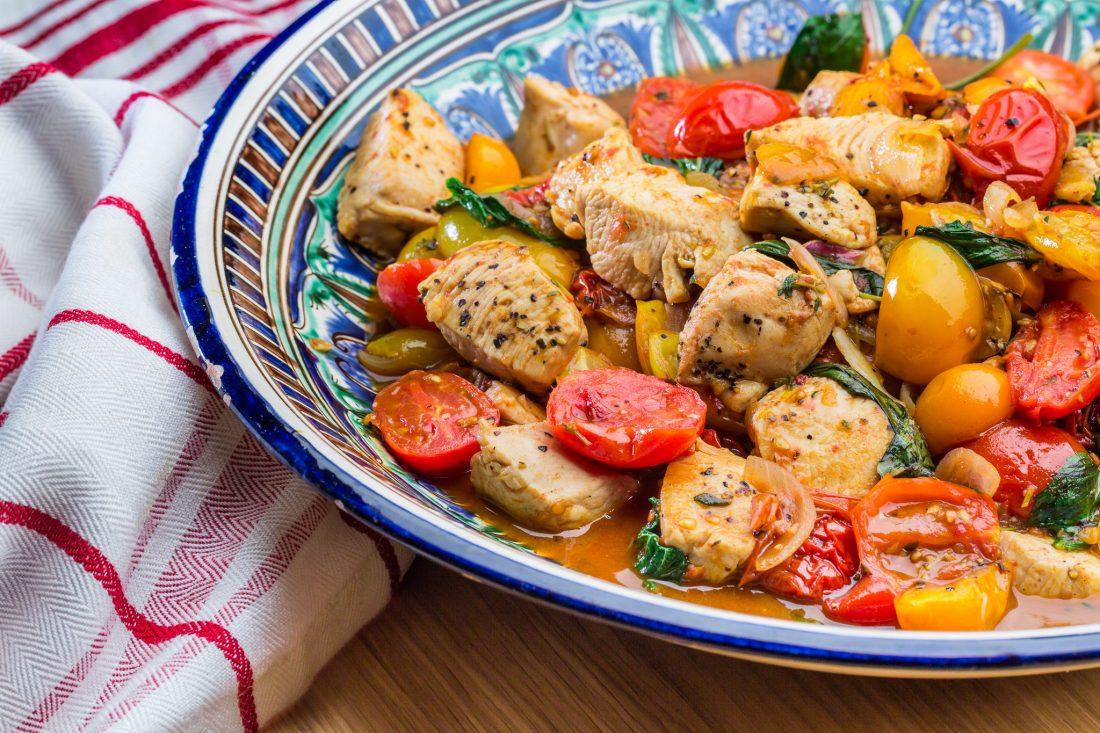 חזה עוף צרוב עם עגבניות שרי אהרוני