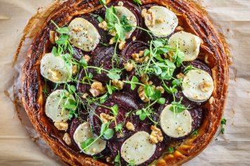 טארט סלק עם גבינת עיזים ואגוזים של תמרה וישראל אהרוני