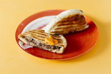עראייס – פיתה צלויה ממולאת בשר טחון
