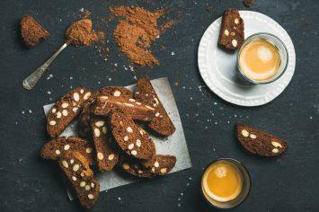 עוגיות ביסקוטי שוקולד עם שקדים ופיסטוקים