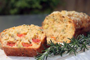 לחם ללא לישה עם עגבניות ופיסטוקים