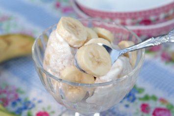גלידת יוגורט ובננה ב-4 מרכיבים בלבד