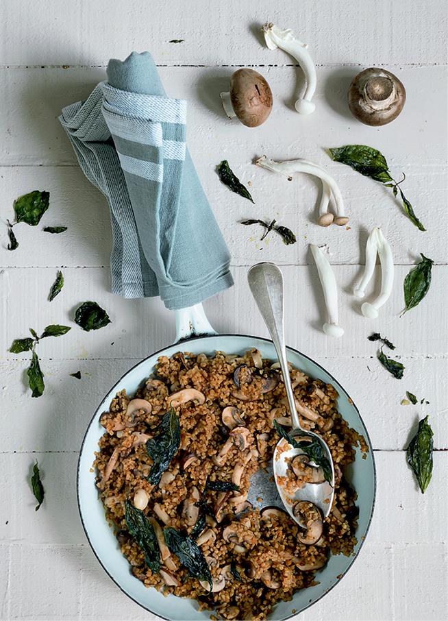 סלט חם של בורגול ופטריות מתוך הספר סלט. צילום: לימור לניאדו תירוש
