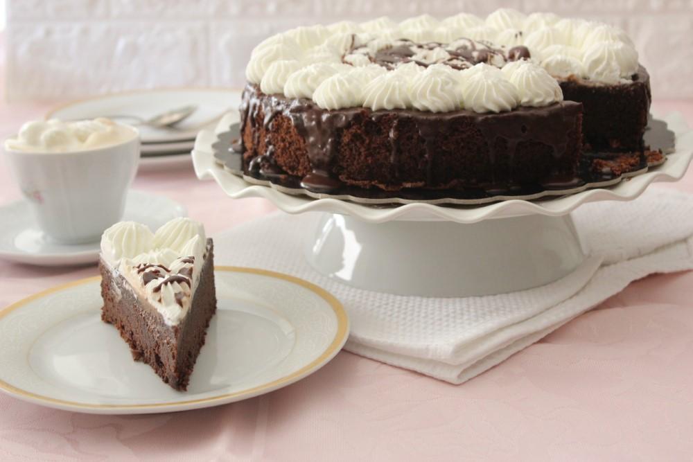 עוגות שוקולד ותפוחים. צילום: יהודית מורחיים