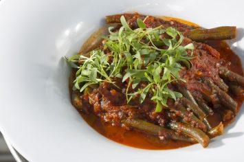 שעועית ברוטב עגבניות עם פלפלים חריפים